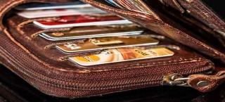 Viele Kreditkarten in einem Geldbeutel