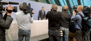 Mario Draghi auf der Pressekonferenz März 2016
