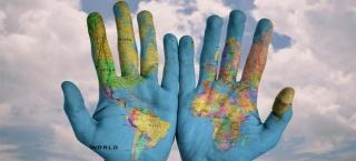 Die ganze Welt in den Händen